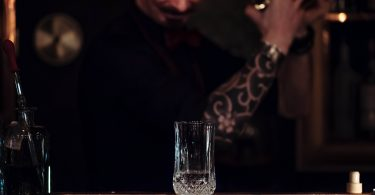 trabajo de barman y bartender