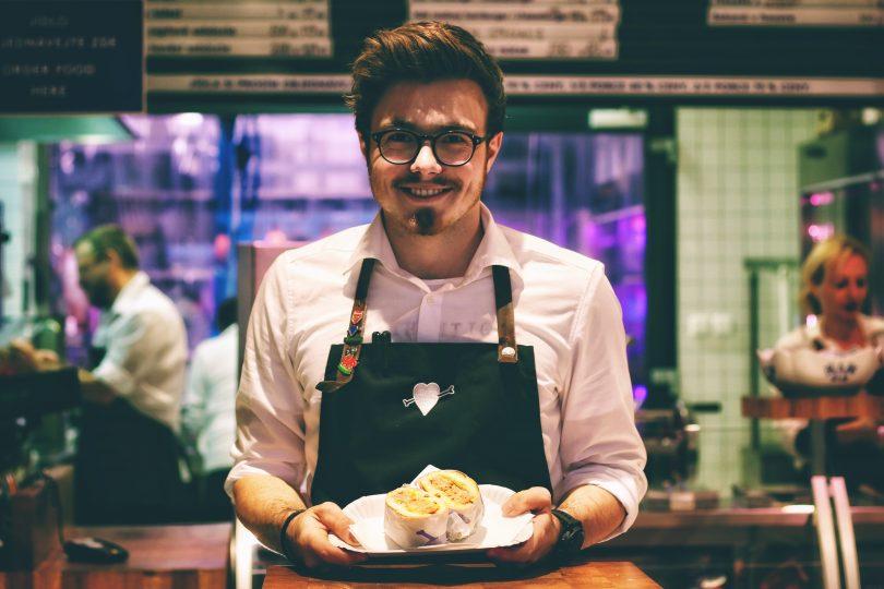 Busco trabajo de camarero, ¿dónde puedo encontrarlo?