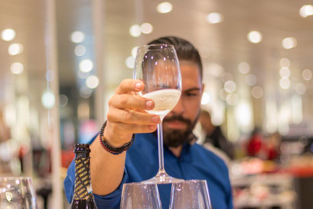 Trabajo de camarero: 50 nuevas ofertas de empleo en restaurantes