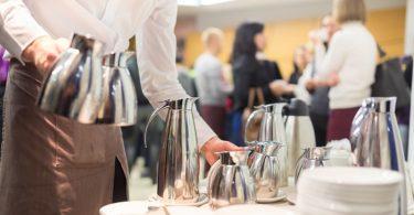 Nuevas vacantes para trabajar como camarero en las salas VIP del aeropuerto de Madrid