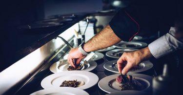 Más de 300 nuevas vacantes de empleo como camarero y cocinero